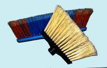 Broom head with flagged fibre